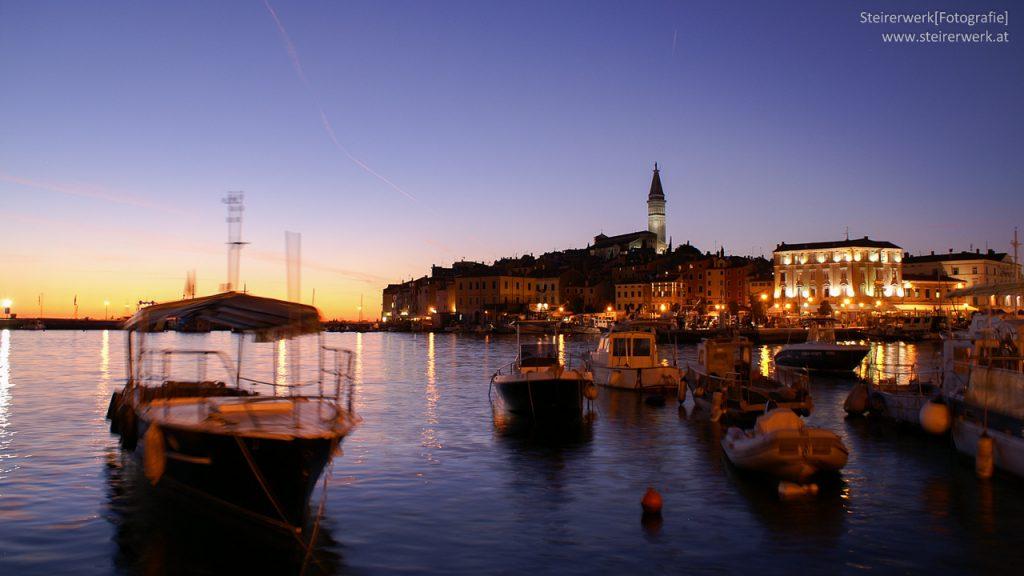 Rovinj Hafen zur blauen Stunde