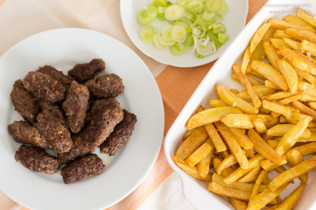 Cevapcici selbstgemachte Pommes frites